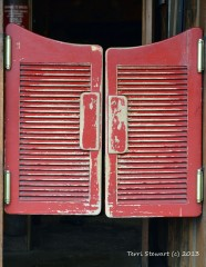 bar_doors