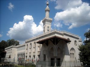 Islamic Center of the U.S. in Washington by agnosicpreachers kid under CC BY-SA 3.o license