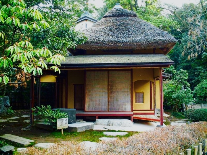 Japanese tea house: reflects the wabi sabi aesthetic, Kenroku-en Garden
